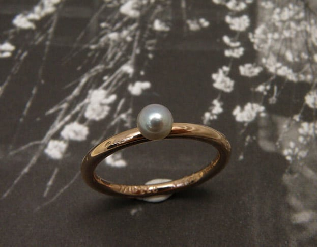 Geboortecadeau roodgouden ring met parel. Push present. Rose gold ring with a pearl. Oogst Amsterdam