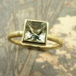 geelgouden ring met prasioliet. Yellow golden ring with prasiolite. Oogst Amsterdam.