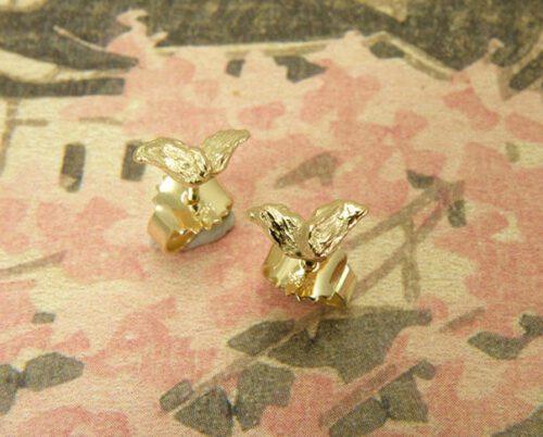 Geelgouden vleugeltjes oorsieraden. Bruidssieraden. Oogst Amsterdam. Yellow gold Wings earstuds. Bridal jewellery.