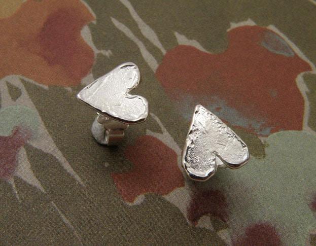 Silver heart ear studs. Oogst goldsmith in Amsterdam.