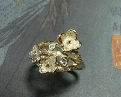 Ring In bloei, takjes met bloemen, van eigen oud goud gemaakt. Ring In Bloom, created from own heirloom gold and diamonds. Oogst goudsmid Amsterdam .