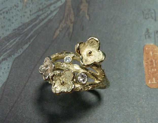 Ring In bloei, takjes met bloemen, van eigen oud goud gemaakt. Ring In Bloom, created from own heirloom gold and diamonds. Oogst goudsmid Amsterdam .