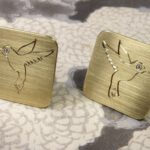 Manchetknopen met kolibrie handgravure, van eigen oud goud gemaakt. Cufflinks with hummingbird engraving, created from own gold. Oogst goudsmid Amsterdam