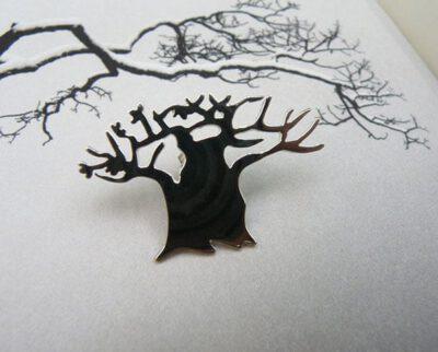 Zilveren speld Baobab boom. Gedenksieraad. Silver brooch Baobab tree. Remembrance jewel. Oogst goudsmid Amsterdam