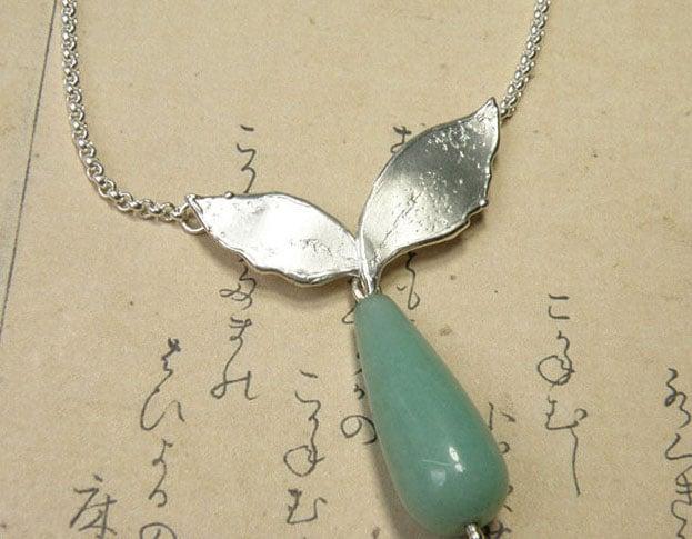 Zilveren Blaadjes collier met aventurijn. Silver Lefas necklace with aventurine. Oogst goudsmid Amsterdam