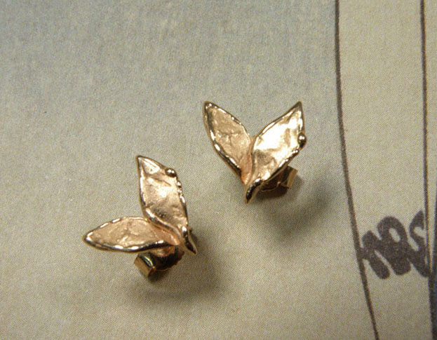 Rose gold 'Leaves' ear studs. Oogst goldsmith Amsterdam design & creation