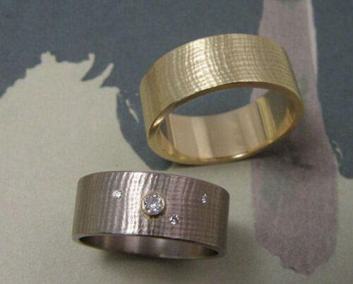 Trouwringen Linnen. Witgouden ring met diamant. Geelgouden ring. Oogst goudsmid Amsterdam. Huwelijksringen Edelsmid.