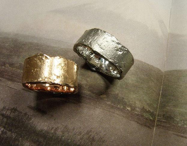 Handmade golden textured wedding rings. Oogst goldsmith Amsterdam.