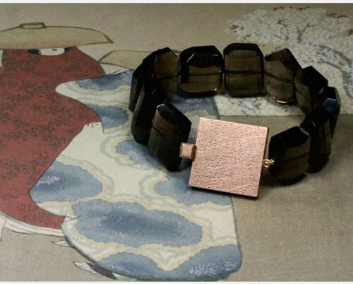 Rookkwarts en roodgouden doosjessluiting armband met Japans sterpatroon. Smokey quartz and rose golden box clasp bracelet with Japanese star pattern. Oogst goudsmeden Amsterdam.