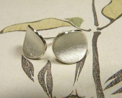 Zilveren kommetjes. Silver bowl earstuds. Oogst Amsterdam.