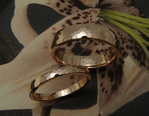 Rose golden hammered 'Rhythm' wedding rings. Oogst goldsmith Amsterdam.