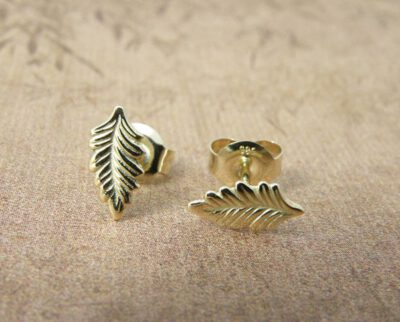 Geelgouden Blaadjes oorbellen. Yellow gold Leafs earrings. Oogst goudsmid Amsterdam.