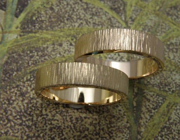 Wedding rings 'Rhythm'. White golden rings. Oogst goldsmith Amsterdam.
