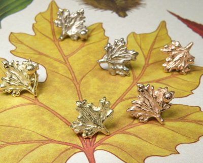 Oorsieraden hortus collectie Plataan blaadjes. Earstuds leafs from the Botanical garden collection. Design by Oogst Amsterdam
