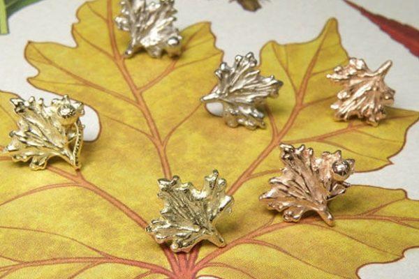 Oorsieraden hortus collectie Plataan blaadjes. Earstuds leafs from the Botanical garden collection. Design by Oogst Amsterdam