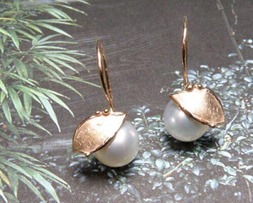 Oorsieraden Blaadjes roodgoud blaadjes met Zuidzee parels. Oogst Amsterdam Rose gold earrings with South Sea pearls
