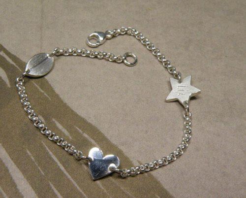 Zilveren babyarmbandje. Geboortecadeau. Silver baby bracelet. Birth present. Oogst goudsmid Amsterdam
