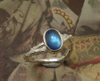 Zilveren Boomgaard ring met maansteen. Ring Orchard. Silver with moonstone. Oogst goudsmid Amsterdam