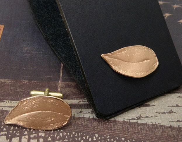 Roodgouden 'Boomgaard' manchetknopen. Uit het goudsmid atelier van Oogst in Amsterdam