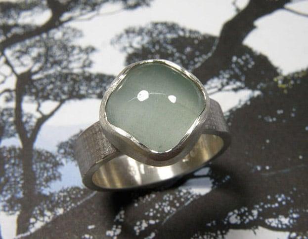 Zilveren ring 'Linnen' met aquamarijn. Silver ring 'Linen' with aquamarine. Oogst goudsmid Amsterdam