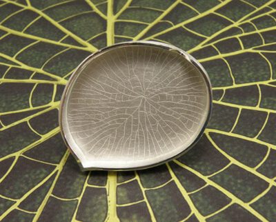 Ring hortus collectie Victoria blad in zilver. Ring Victoria leaf in silver Botanical Garden collection. Design by Oogst Amsterdam
