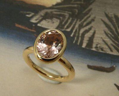 Ring roségoud met roze toermalijn. Ring rosé gold with a pink tourmaline. Oogst goudsmid Amsterdam