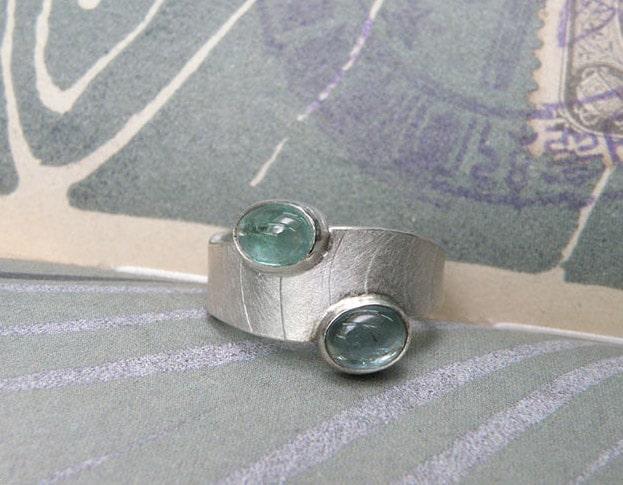 Zilveren ring met toermalijn. Geboortesieraad. Baargoud. Silver ring with tourmaline. Birth gift. push present. Oogst ontwerp & creatie