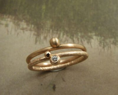 Aanschuifringen roodgoud, geelgoud en diamant. Stack ring, yellow gold, rose gold and diamond. Oogst goudsmdi Amsterdam. Geboortesieraad. Birth present.