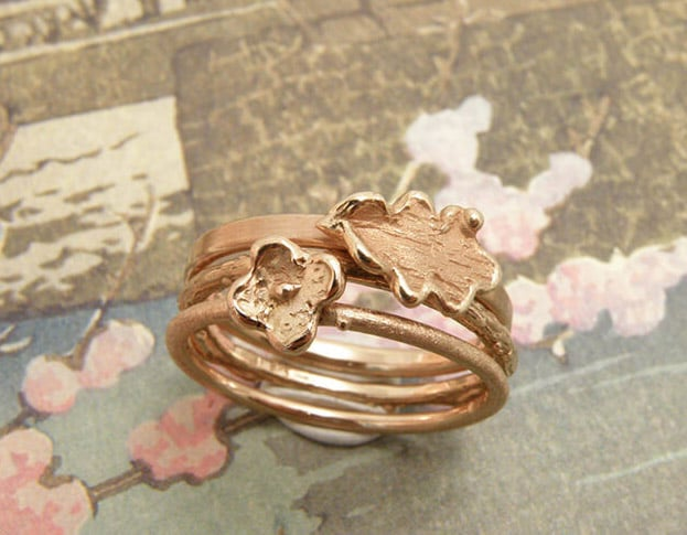 Rose gold 'Oak' ring with a delicate leaf. Rose gold twig ring with flower. Oogst goldsmith Amsterdam