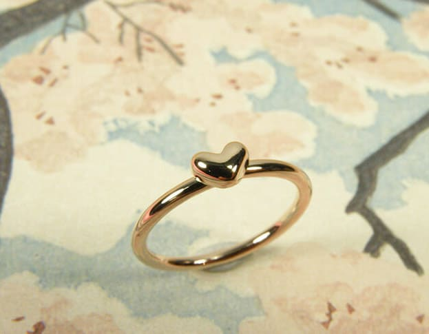 Roodgouden hartjes ring. Oogst Amsterdam. Kinderring. Rose gold ring Heart. For a little girl. By Oogst Amsterdam.