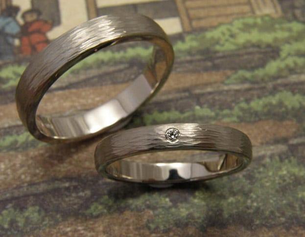 Wedding rings 'Rhythm'. White golden ring with diamond. White golden ring. Oogst goldsmith Amsterdam.