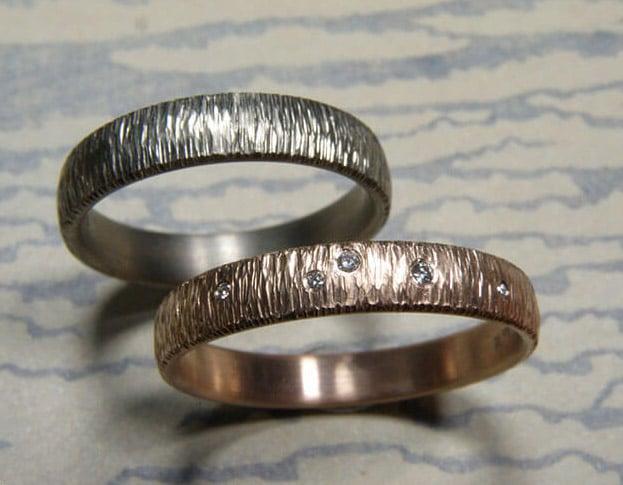 Hammered Wedding rings 'Rhythm'. Oogst goldsmith Amsterdam