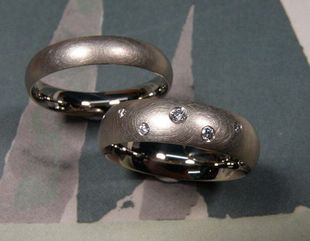 Wedding rings 'Simplicity'. White golden rings with scattered diamonds.  Oogst goldsmith Amsterdam.