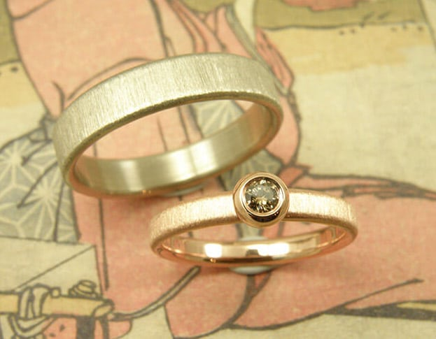Wedding rings 'Simplicity'. Rose gold ring with a brown diamond and white gold textured ring with a Velvet finish Goldsmith in Amsterdam. Oogst.