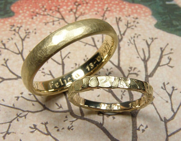 Textured Wedding rings Rhythm in yellow gold and Swell in yellow gold. Oogst goldsmith Amsterdam, wedding bands.