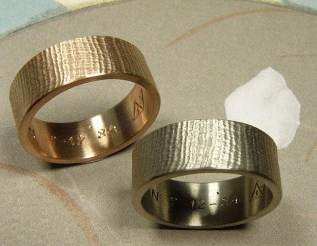 Wedding rings Linen texture. Rose and white gold rings. Oogst goldsmith Amsterdam.