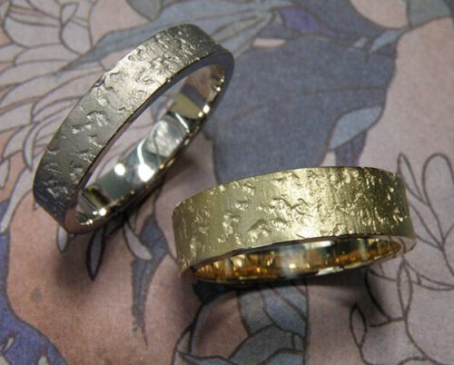 sleek wedding rings with texture. oogst goldsmith amsterdam