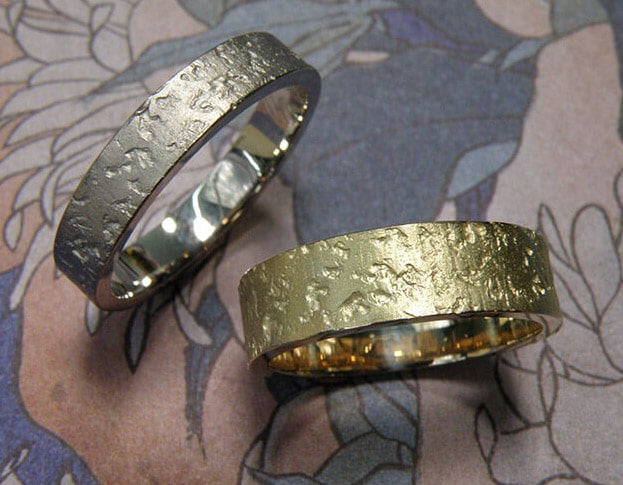 Wedding rings 'Coral'. White golden ring with coral structure.Yellow golden wider ring with coral structure. Oogst goldsmith Amsterdam.