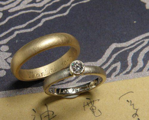 Trouwringen 'Eenvoud'. Witgouden ring met diamant en roségouden ring. Wedding rings 'Simplicity'. White golden ring with diamond and rose golden ring. Uit het Oogst atelier Amsterdam.