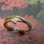 ring 'boomgaard' met takjes en diamant. Ring 'orchard' with twigs and diamond. Uit het Oogst atelier Amsterdam.