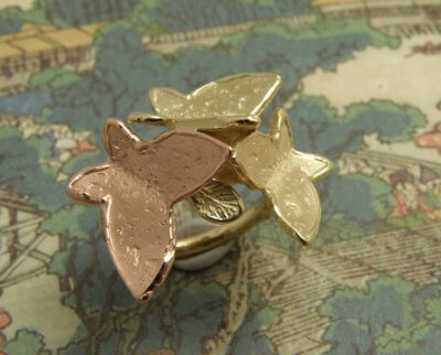 Vlinder ring van eigen oud goud vervaardigd. Butterflies ring, crafted from own heirloom gold. Oogst goudsmid Amsterdam.