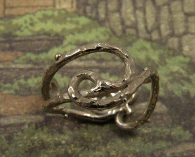Witgoud ring krullen Jugendstil. White golden ring curls Jugendstil. Oogst goudsmeden.