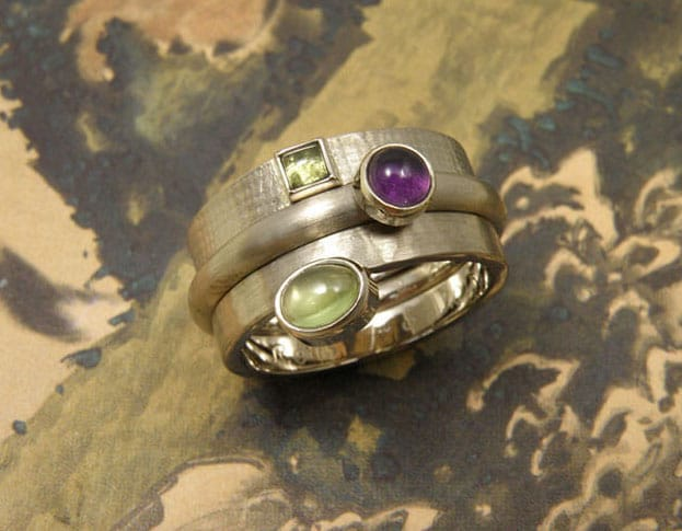 Stack rings white gold with amethyst and peridote. Birth present with birth stones. Oogst goldsmith Amsterdam. Push present.