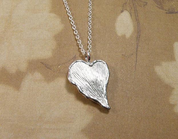 Zilveren blad hanger. Assieraad. Silver leaf pendant. Commemorative jewel. Oogst goudsmid Amsterdam