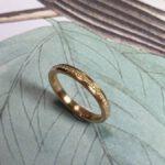 Roségouden ring met diamant rondom pavé gezet. Rosé gold ring with diamonds set pavé all around. Oogst goudsmid Amsterdam