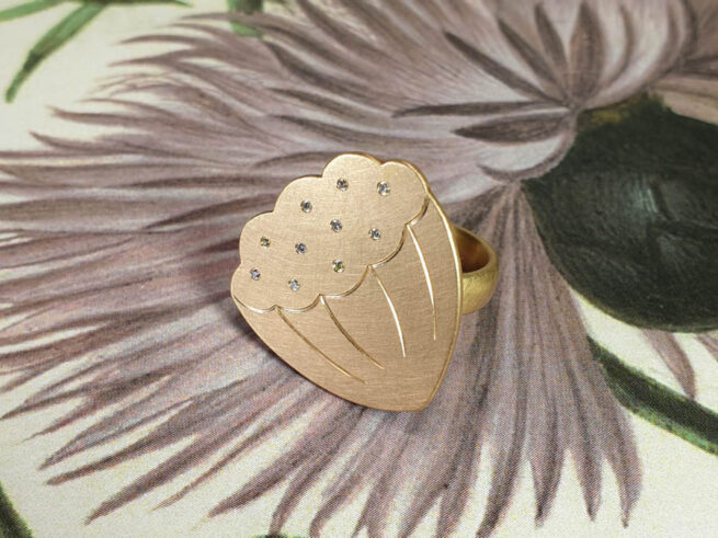 Rosé gold 'Lotus' ring with diamonds. From our Japonais collection. Amsterdam goldsmith Oogst. Blog about Kamon.