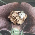 ring In bloei. Roodgouden ring met bloemen. Ring In bloom. Rose gold flower ring. Oogst goudsmid Amsterdam. Edelsmid Amsterdam
