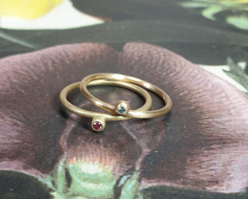 Stack rings Berries. Yellow gold with a pink diamond. Rose gold with a blue diamond. Oogst goldsmith Amsterdam