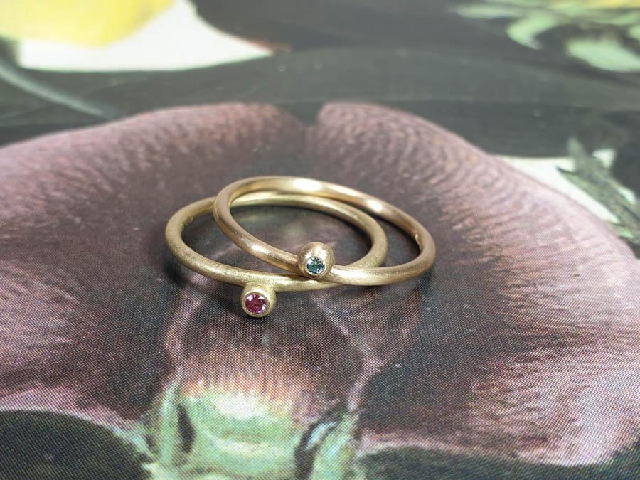 Aanschuifringen Besjes. Geelgouden ring pink diamant roségouden ring . Stack rings Berries yellow gold pink diamond. Rose gold Berries ring.Oogst goudsmid Amsterdam
