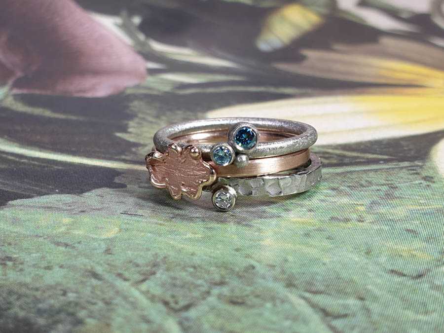 Ring Bessen Eik Deining Roodgouden blaadje ring Witgouden diamant ring. Aanschuifringen. Rings Berries Oak Swell Rose gold Leaf ring White gold diamond ring. Stack rings. Oogst goudsmid Amsterdam